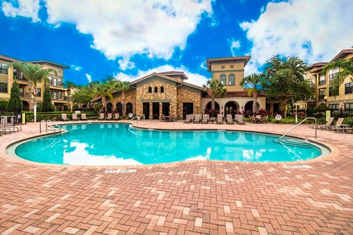 Bella-Piazza-Vacation-Condos-Pool-3-op